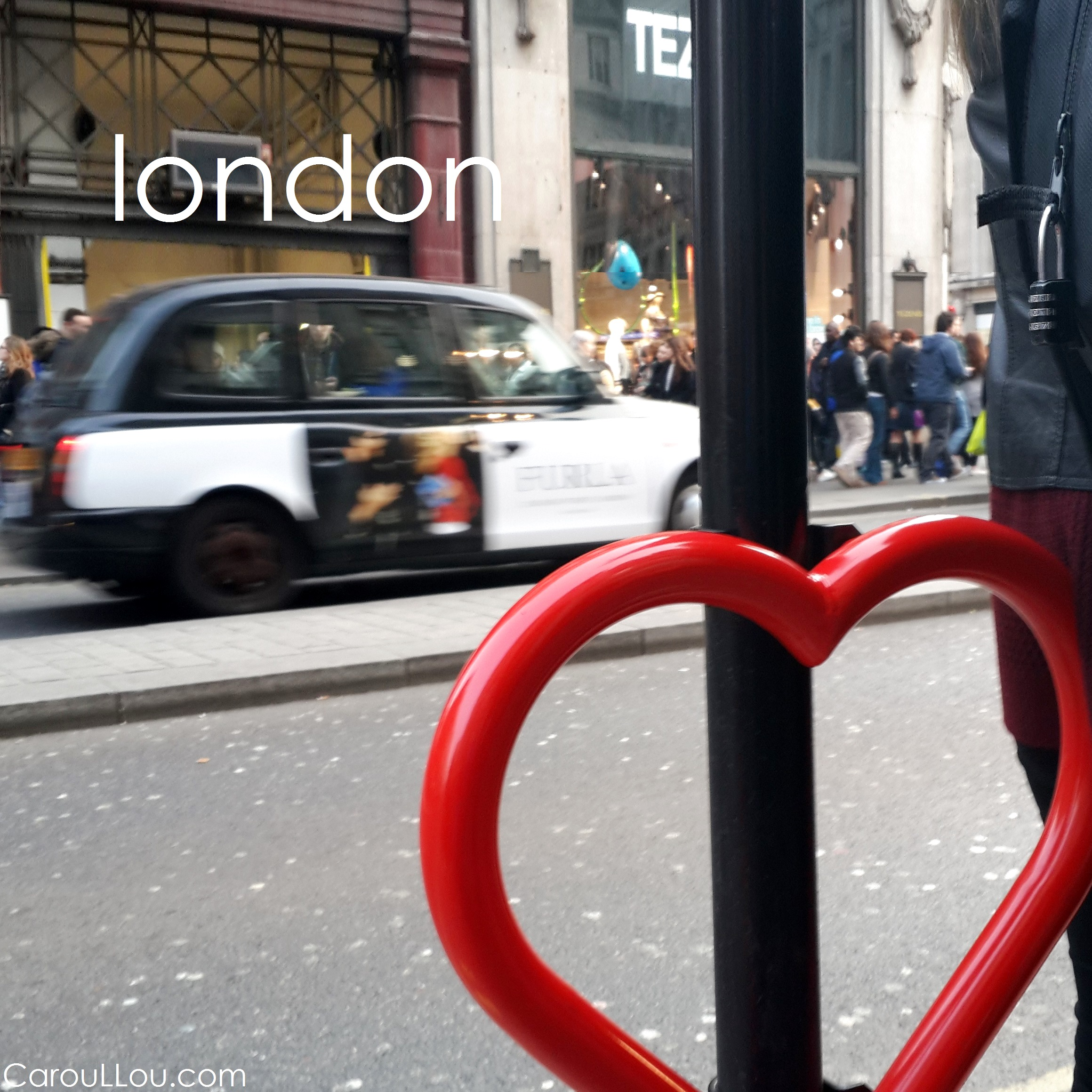 CarouLLou.com CarouLLou in London heart cab +-